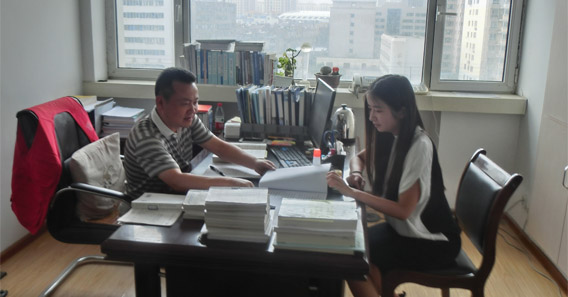 Yaxin Chen '17 interning at the Industrial and Commercial Bank of China in Beijing