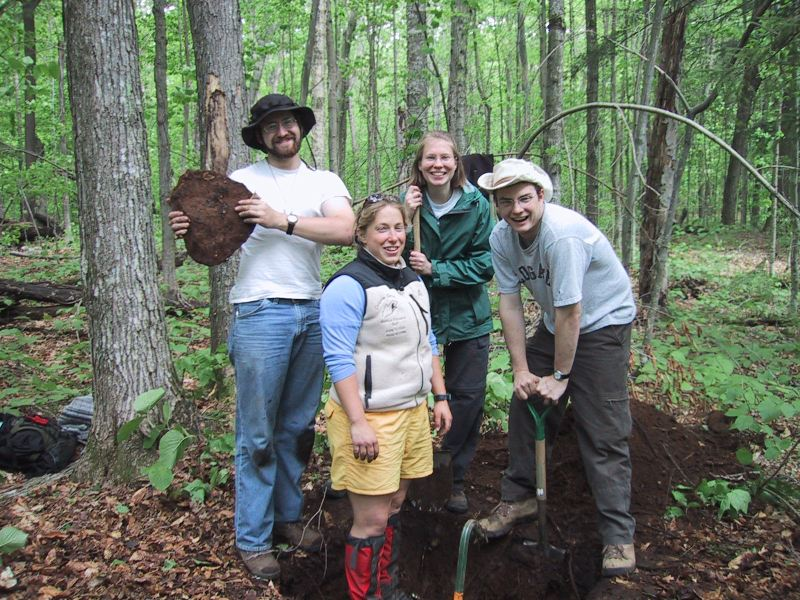 Jay Barr, Liz Hoekwater (in pit), Vanessa Simpson and Adam Skarke give evidence that this soil developed in bouldery till